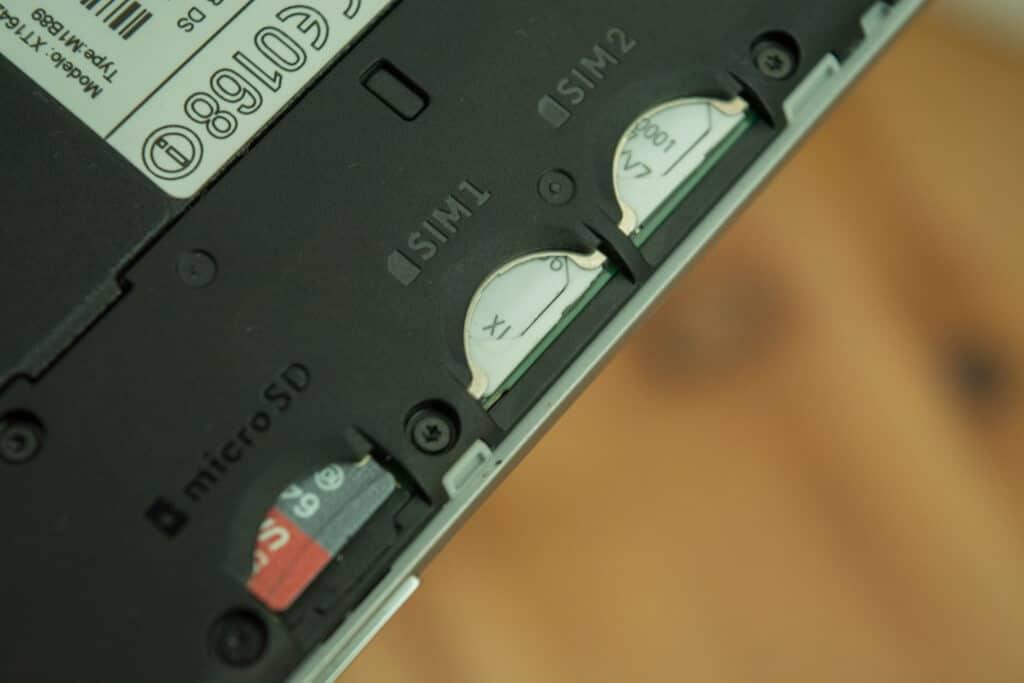 Dual-SIM & MicroSD-Slot