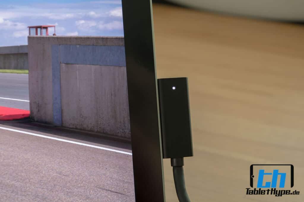 Das Surface Pro 4 mit angeschlossenem Dock.